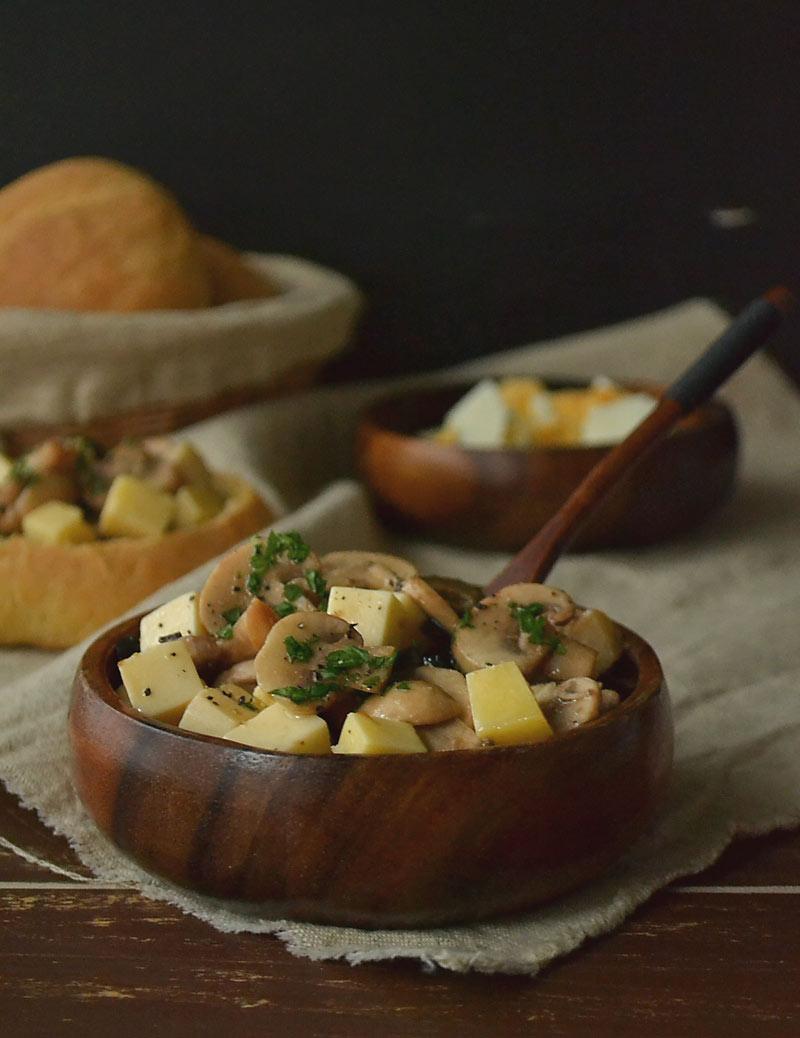 Salata od sira i šampinjona