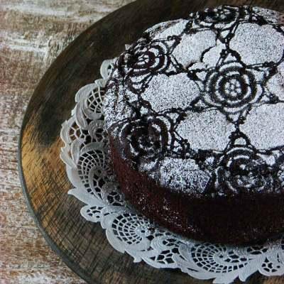 Blatni kolač od rogača, smokava i čokolade