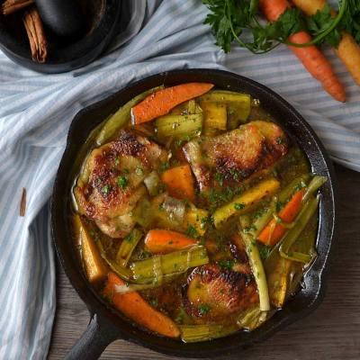Aromatična piletina s mrkvom i porilukom