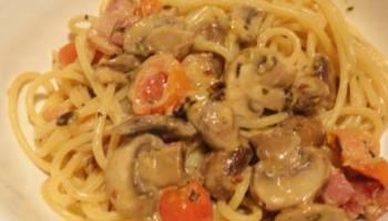 Pasta With Mushrooms, Bacon And Tomato