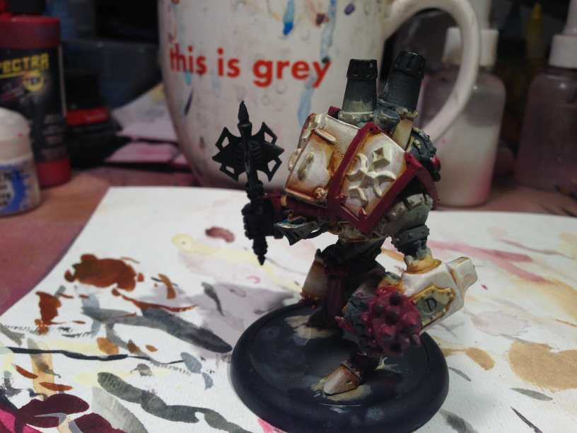 Menoth Crusader Warjack: Quick n' Dirty Paint Job - how to paint a menoth warjack - painting the crusader menoth miniature - warmachine painting - painting warmachine models for menoth - side view showing some quick details and messy lines