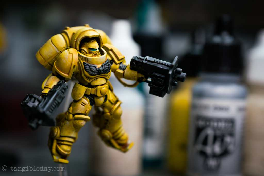 How to Paint Yellow Space Marines (Easy and Fast) - how to paint yellow models and miniatures - Imperial fist primaris inceptor with black accents added