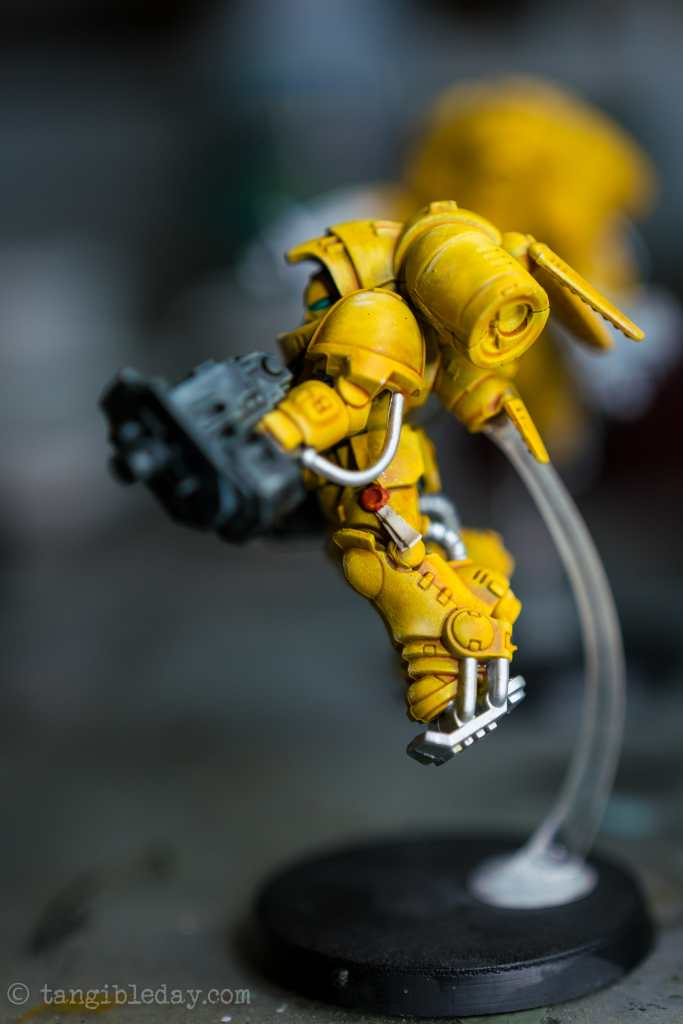 How to Paint Yellow Space Marines (Easy and Fast) - how to paint yellow models and miniatures - Imperial fist primaris inceptor side view with purity seal