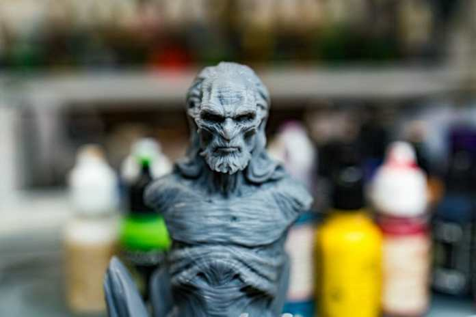 Vallejo surface primer review - Is Vallejo primer good? – Review of Vallejo Surface Primer – apply Vallejo primer with brush or airbrush – how to apply Vallejo surface primer – why use Vallejo surface primer – Vallejo surface primer for painting miniatures and models – Vallejo primer for priming miniatures review - 3 printed bust example