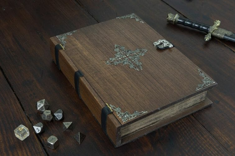 13 Best Dice Trays for Tabletop Games (Review) – best dice trays for wargaming – Warhammer dice tray and storage – best dice tray for Warhammer 40k and miniature games – boardgame dice tray – best dice trays – dice trays for dungeons and dragons, D&D, and roleplaying games (RPG) – spell book dice tray exterior review