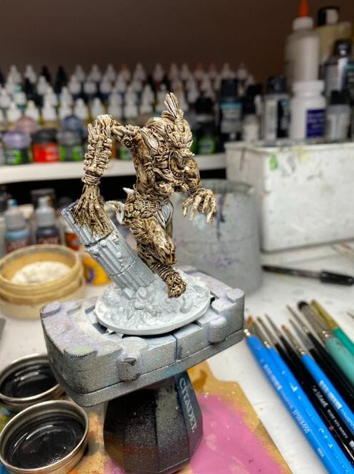 How to paint miniatures with oil paints - painting ashtooth with oil paints - oil painting a 54mm scale model - painting miniatures and models with oil colors - Judgement Miniatures - painting resin miniature with oil paint - covered model toning