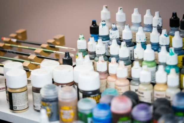 Best miniature painting cases, portable hobby paint station, and miniature paint workstations for modeling and hobbyists – Best portable hobby workstation for painting miniatures and models – tips and guide for paint organizers - model paint case and box - hobby stuff image
