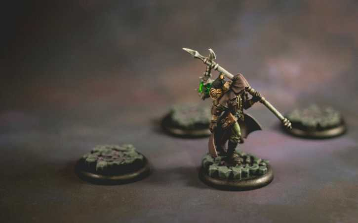 How to paint miniatures simply - simple complexity - painting philosophy for miniatures and models - using simple techniques for complex projects - the grymkin wanderer from warmachine hordes