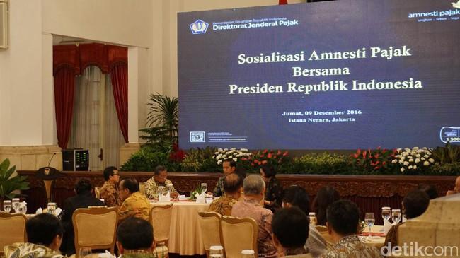Sambil Makan Malam di Istana, Jokowi Sosialisasi Tax Amnesty ke Pengusaha
