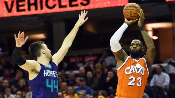 NBA – LeBron Bikin Rekor Assist, Cavs Redam Hornets