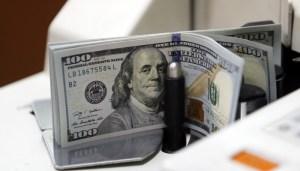 reuters-uang-dolar-2-700x400