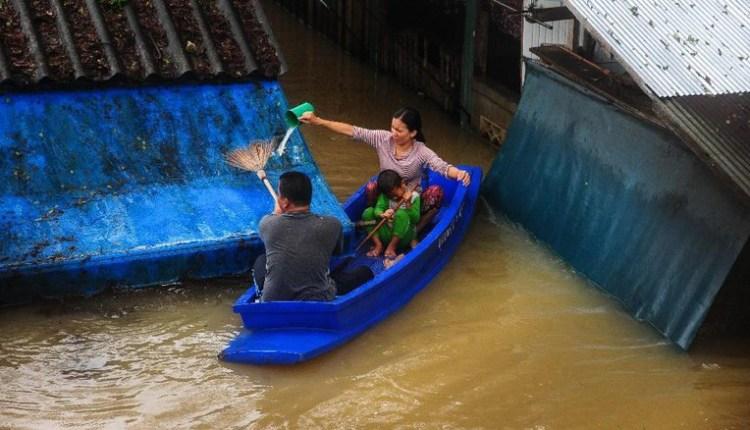 Banjir di Thailand Mengakibatkan 12 Orang