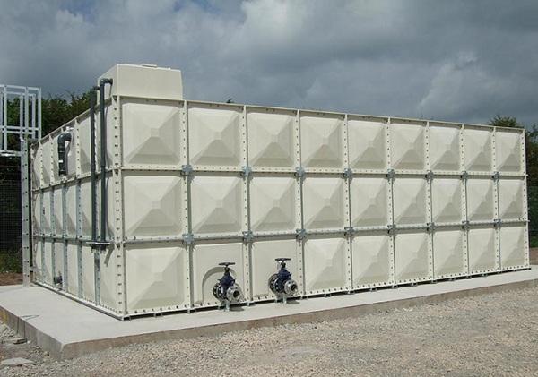 Keunggulan dan Perbandingan Tangki Fiberglass Dengan Jenis Tangki Air Lain