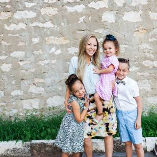 Family picture outfit style! Single mom family pictures
