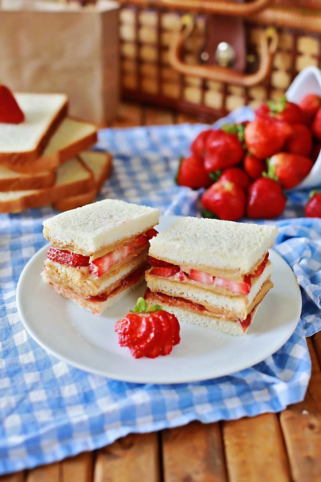 Best sandwich ever!!!! Super Yummy PB&J by Flirting with Flavor.
