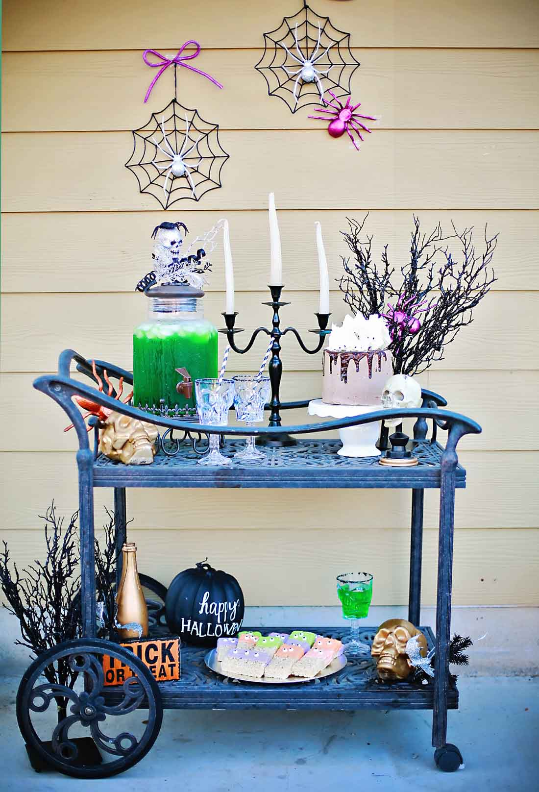 Super Awesome Halloween party with creepy crawler craveyard punch by Flirtign with Flavor!