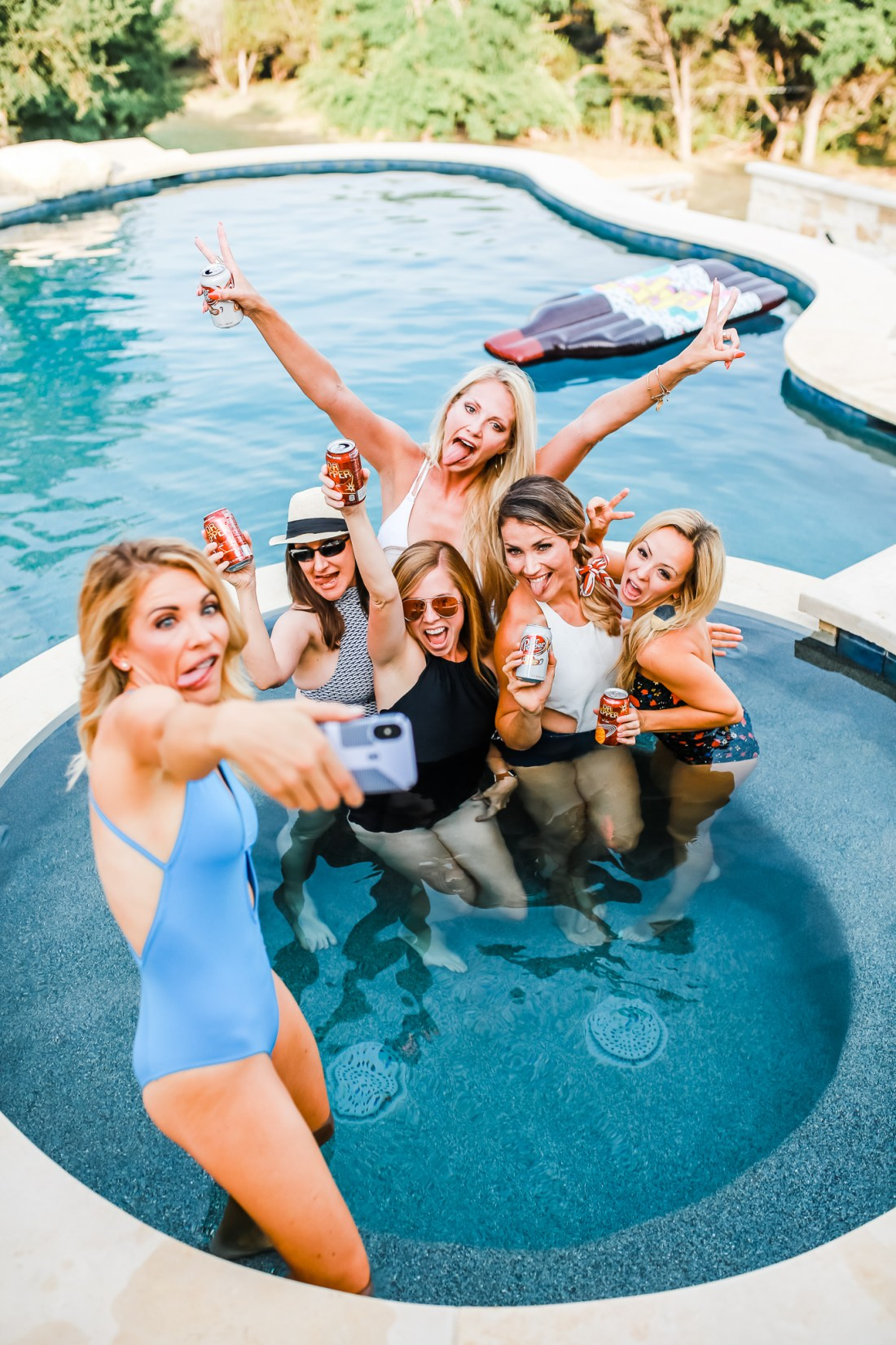 How to throw the epic girls night pool party!