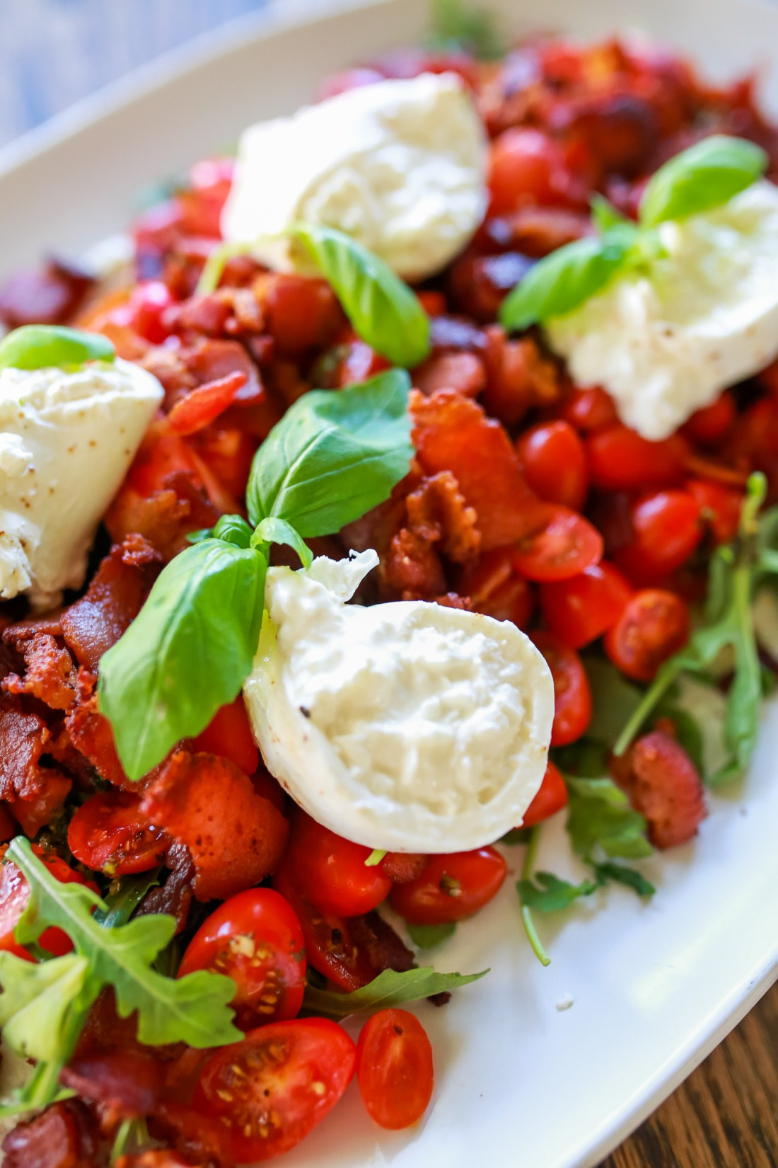 BLT Burrata Salad! Easy and delicious with homemade basil-chimichurri dressing