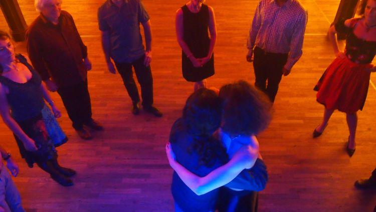 Tangokurs in München, Fabian y Michaela unterrichten im Schlachthof München
