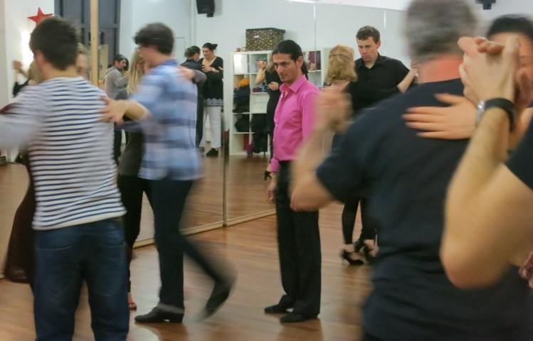 Tango Kurssystem - Fabian unterrichtet im Cats Corner