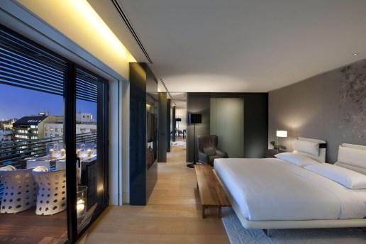 TANGO_online_barcelona-suite-terrace-suite-bedroom-1