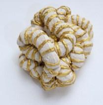 Cora Corte - »Necklace«, Acryl · Farbe · 6 x 11 x 9 cm