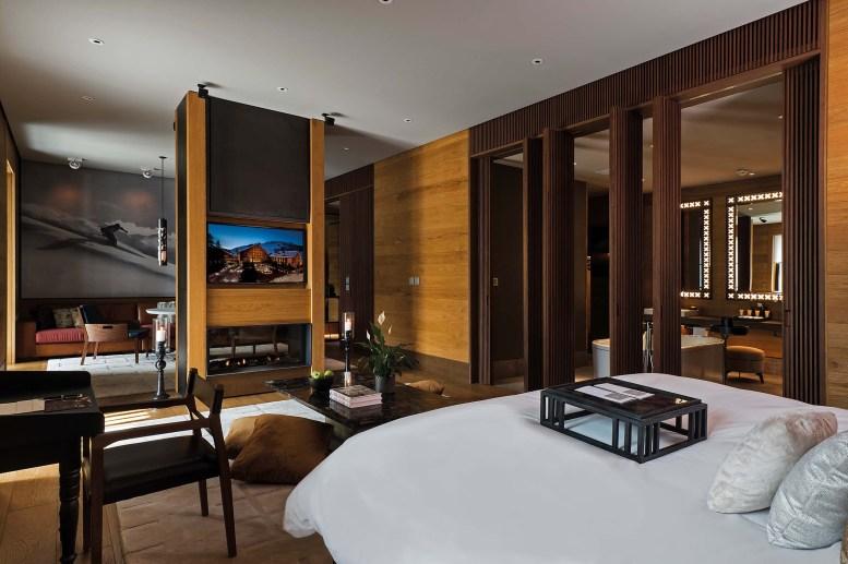 CAM-Rooms-Deluxe-Suite-Bedroom
