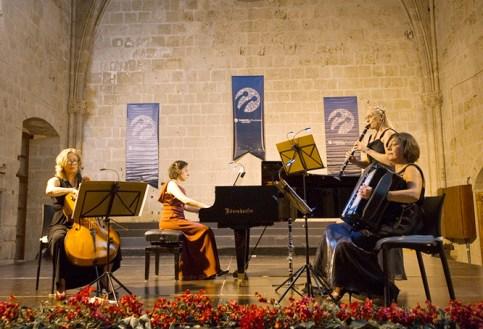 479e5fad6c_PET-north-cyprus-2014-tangocatz-bellapais00
