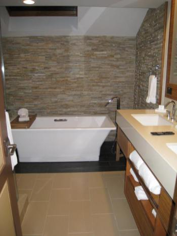 Club Suite Bathroom