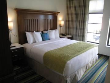 Alfond Inn Guest Room