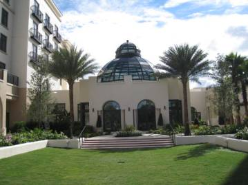 Alfond Inn Courtyard