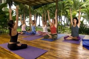 Pura-Vida-Adventures-yoga-e1388505155533