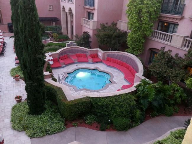 Pool_Jacuzzi_Exterior