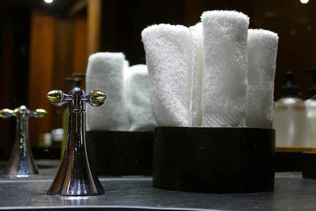 aman resort, amangani, jackson hole, wyoming, usa, luxury, resort, hotel, spa, hand towels
