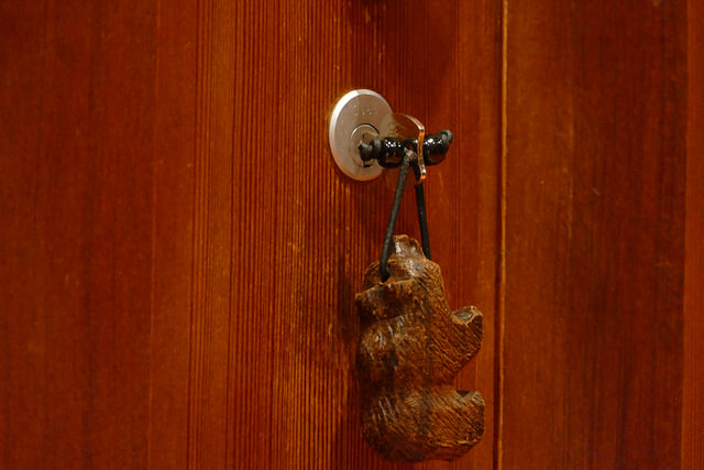 Aman Resort, amangani, jackson hole, wyoming, usa, travel destination, luxury, hotel, spa, locker, key fob, carved wood, bear