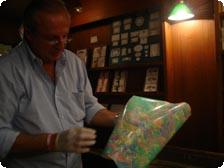 Francesco demonstrating marbeling