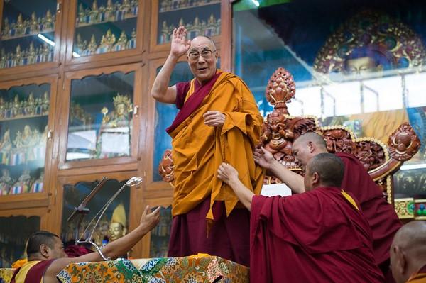 C:\Users\Tu Duc\Pictures\lời dllm\Dalai Lama\1trenmang\dlla365.jpg