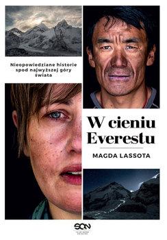 W cieniu Everestu - W cieniu EverestuMagda Lassota