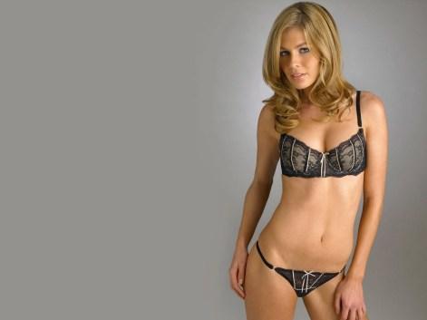 models-in-bikini