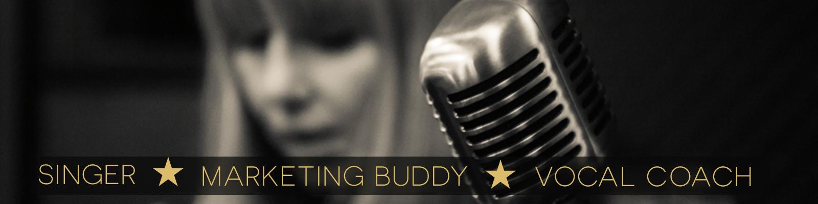 Du siehst Tanja Lipp mit Mikrofon und die Begriffe Singer, Marketing Buddy und Vocal Coach