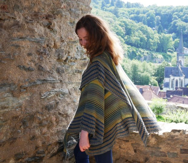 """Jetzt neu: """"Sternennacht"""" -großes Poncho-Tuch aus Schachenmayr tahiti"""