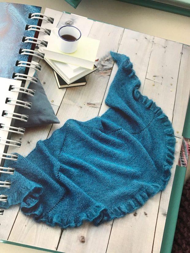 """""""Cuddle up"""" von Dagmar Bergk. Auch ein tolles Tuch aus dem Buch """"Tücher to go"""", erschienen im frechverlag. ISBN 978-37724-6471-3 Foto: Frechverlag, Michael Ruder"""