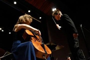 A Orquestra Sinfônica do Paraná apresenta com a violoncelista Tanja Tetslaff. Curitiba, 25 de fevereiro de 2018.