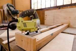 wood construction industry carpenter