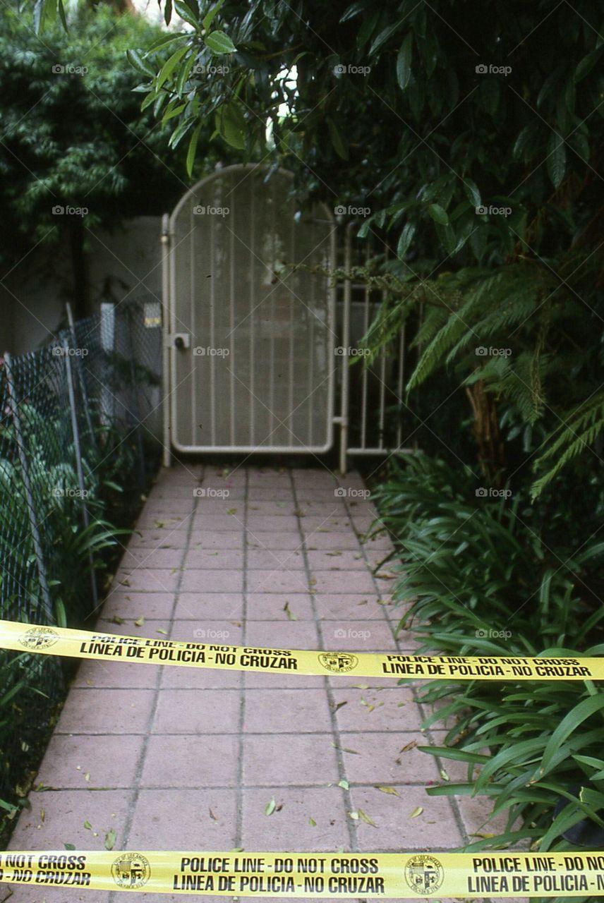 Nicole Brown Murder Pictures : nicole, brown, murder, pictures, Nicole-brown-simpson-s-murder-scene-police-tape-walkway-tropical-gate, Tanner, Friedman