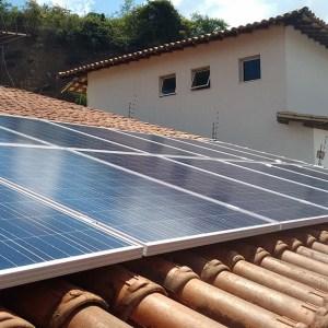 04 - Arranjo fotovoltaico finalizado - 18 x 255Wp Yingli