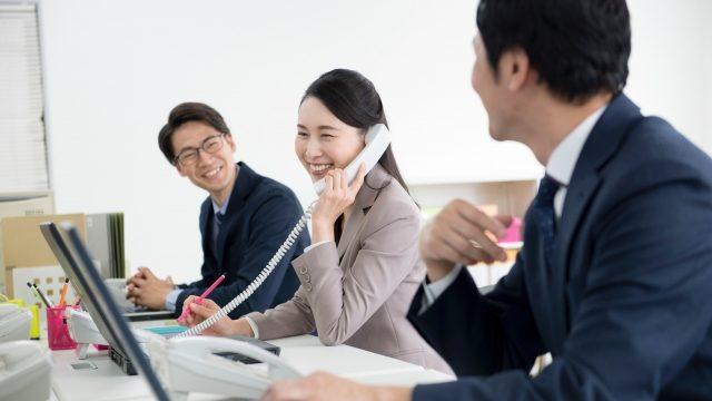 会社で働く女性