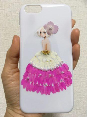 シール技法を使った押花ドレスの女の子のiPhoneケース