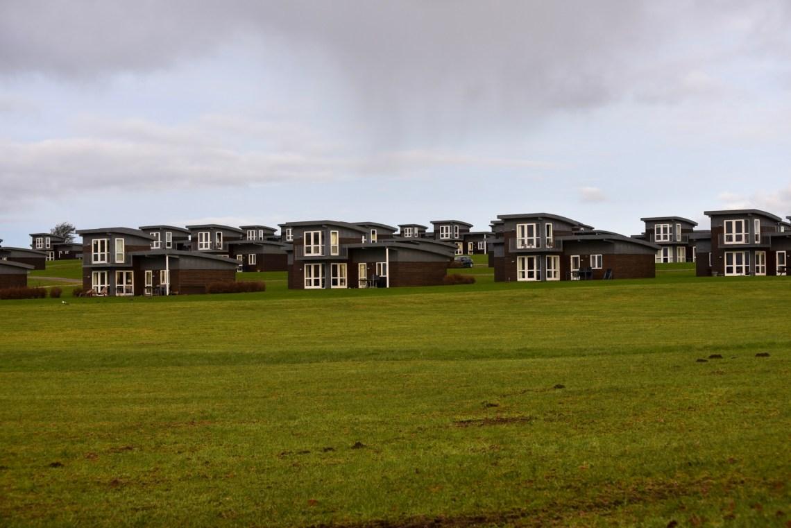 Fast 50 identische Häuser Seite an Seite. (Foto: Andreas Lerg)