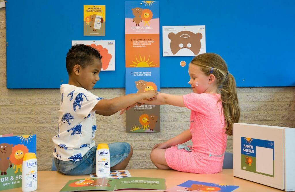 De campagne Samen Smeren zorgt dat kleuters zich op school beschermen tegen schadelijke zonnestralen